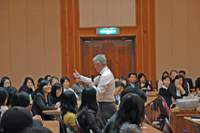 Anaheim University Graduate School of Education Dean Dr. David Nunan speaks to Hanyang Cyber University TESOL students